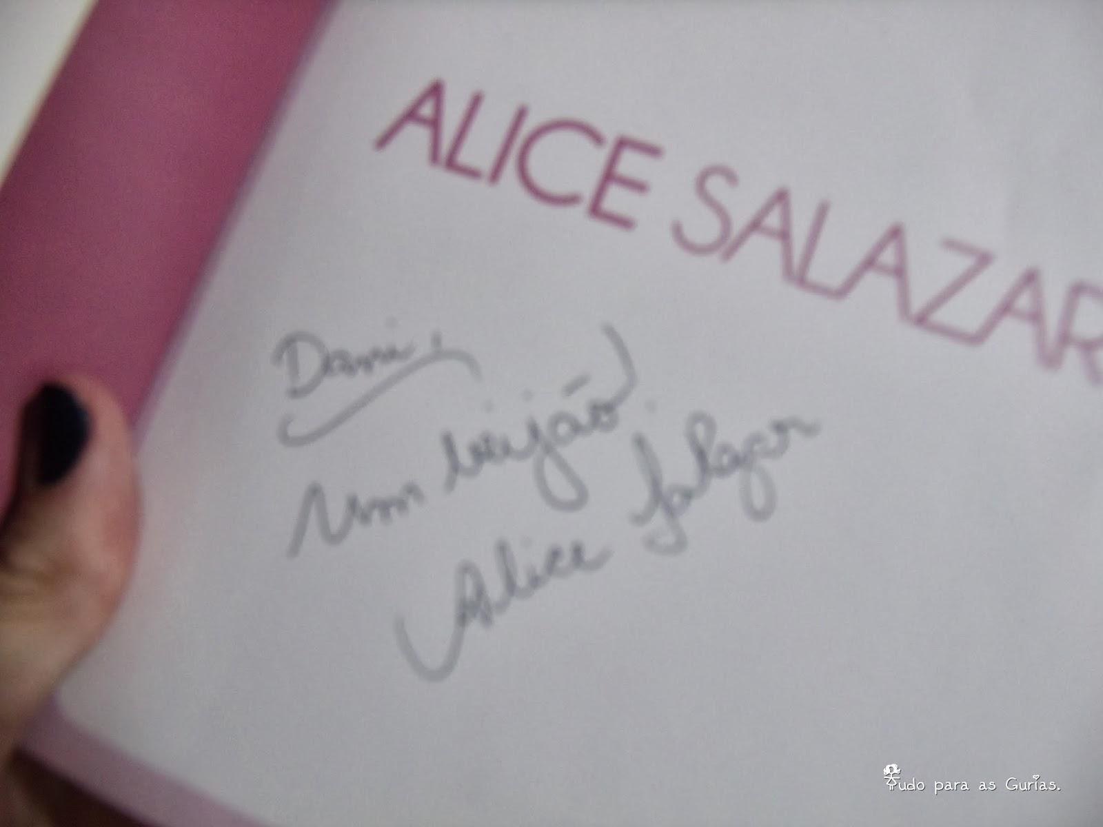 Tarde de autográtos com Alice Salazar.