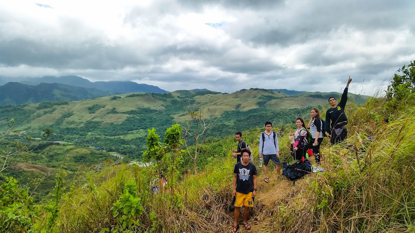 ikalahan  mt  batolusong  a jolly hiking experience