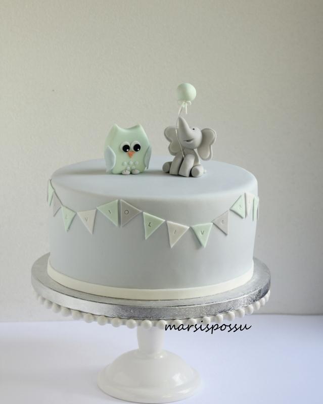 Pastellisävyinen kakku nimiäisiin