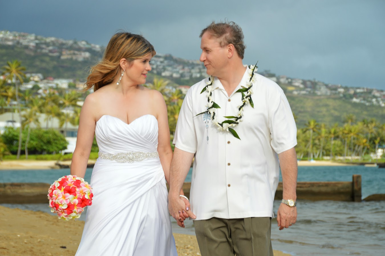 Happy Hawaii Wedding