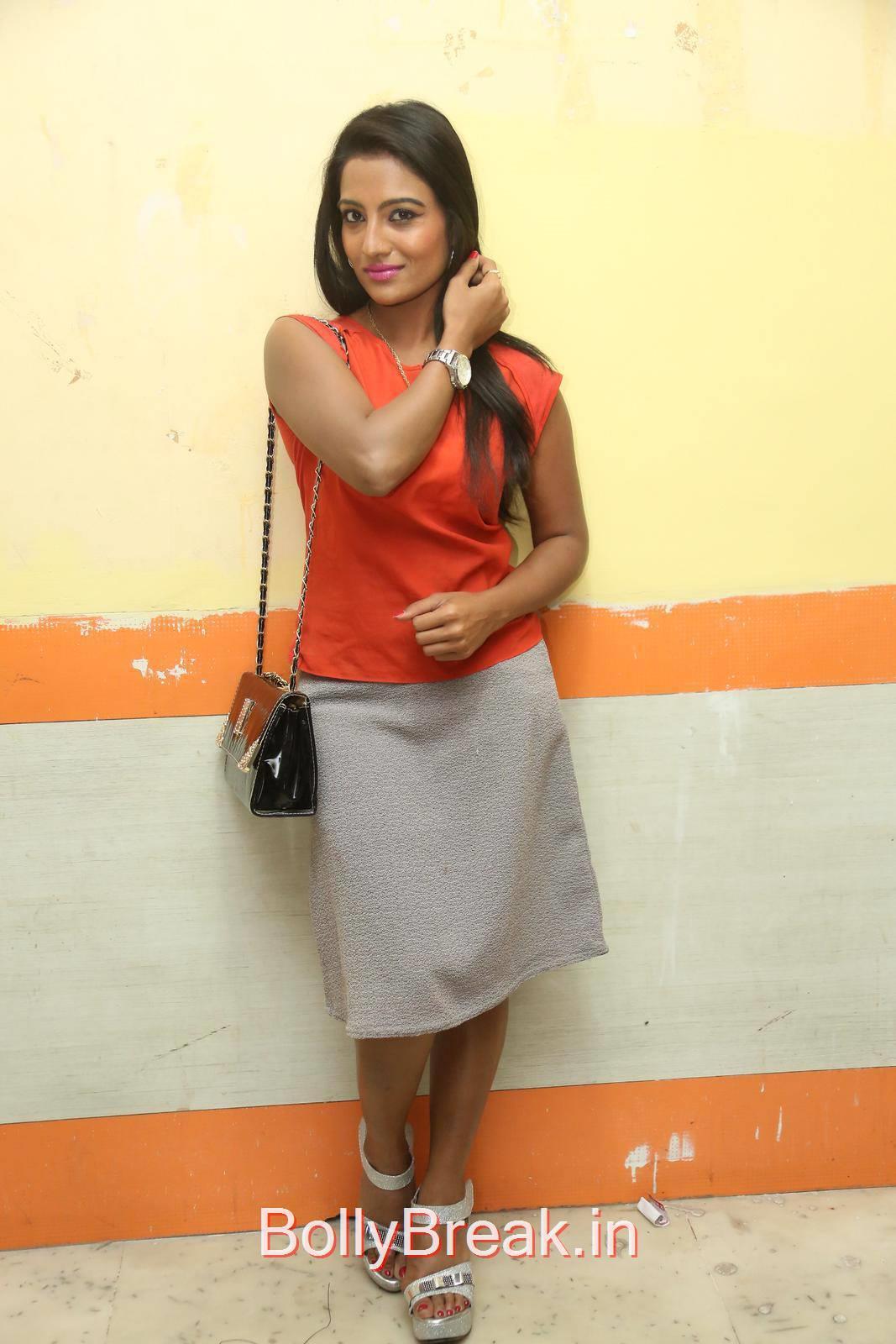 Tollywood Actress Mamatha Rahuth, Mamatha Rahuth Hot Pics from National Silk Expo Launch