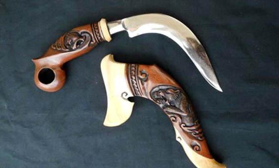 Masyarakat suku Minangkabau dikenal sebagai masyarakat yang mampu menjaga kelestarian bud 5 Senjata Tradisional Sumatera Barat, Gambar, dan Keunikannya