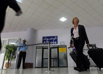 رصيف الصحافة: مختل عقليا يخرب طائرة أميرة بمطار الرباط سلا