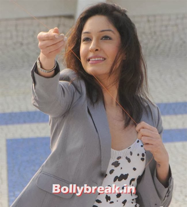 Tanya Malik, Amy Billimoria fly kites on Makar Sankranti