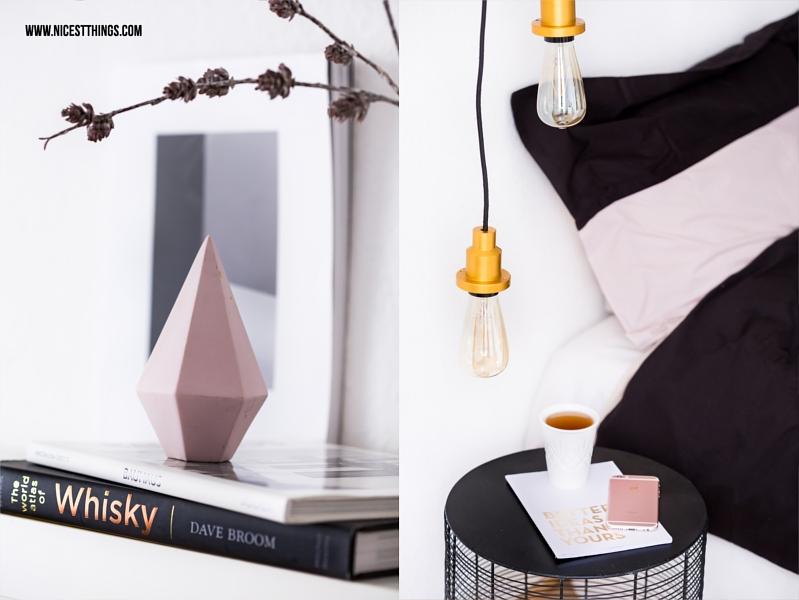 Nachttisch Deko Lampe mit Vintage Glühbirne an Regalbrett