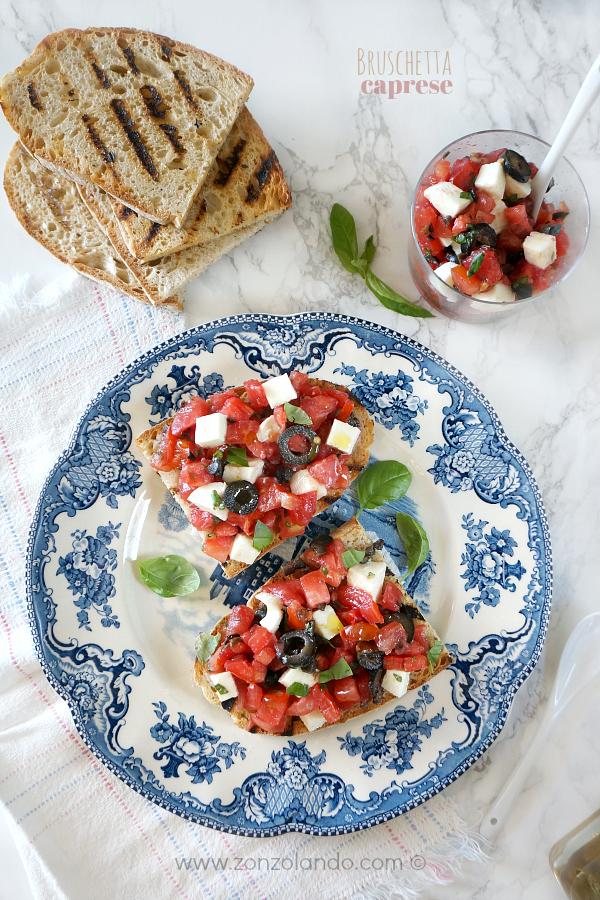 Bruschetta caprese con pane, pomodoro, mozzarella facile e veloce saporita vegetariana estiva - caprese crostini bread easy healthy recipe