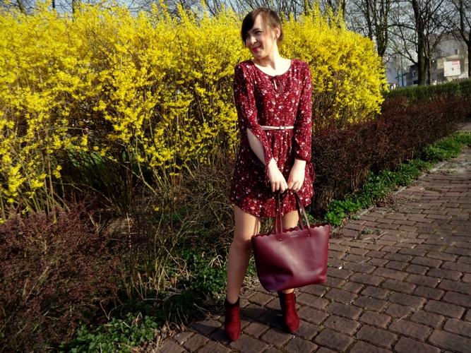 Bordowa sukienka w kwiatuszki