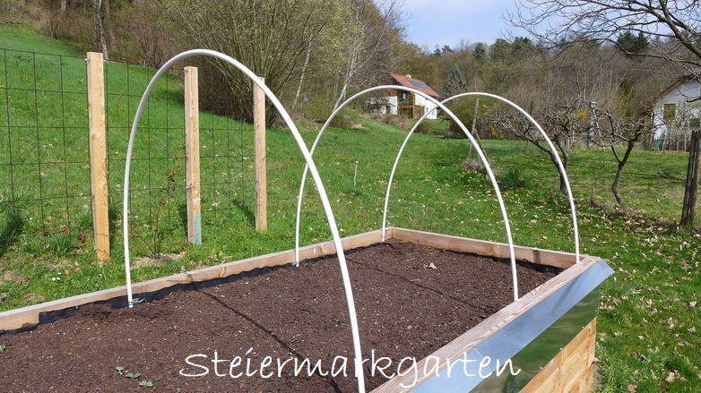 Hochbeet-mit-Kunststoffröhren-Steiermarkgarten