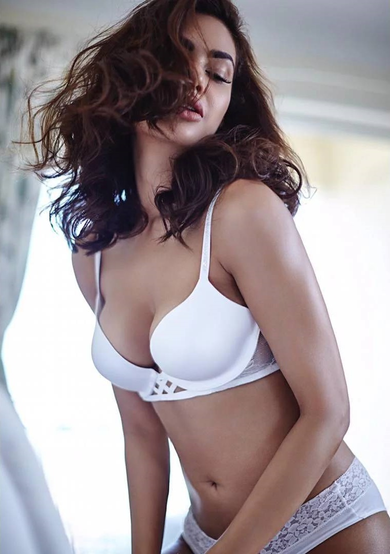 Esha Gupta Undressed Hot Photo shoot