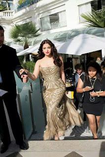 Aishwarya Rai Stepping Up On The Stairs