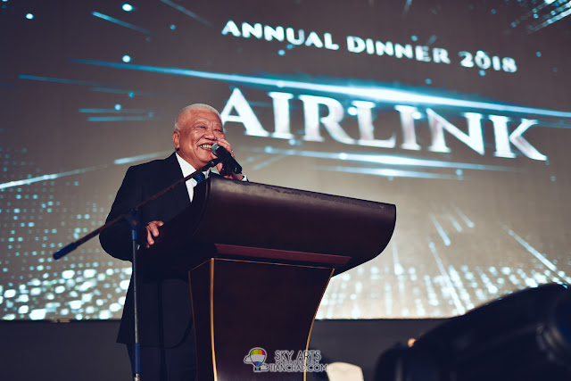 Airlink Travel Managing Director, Mr. Roger Hia giving speech during annual dinner 2018