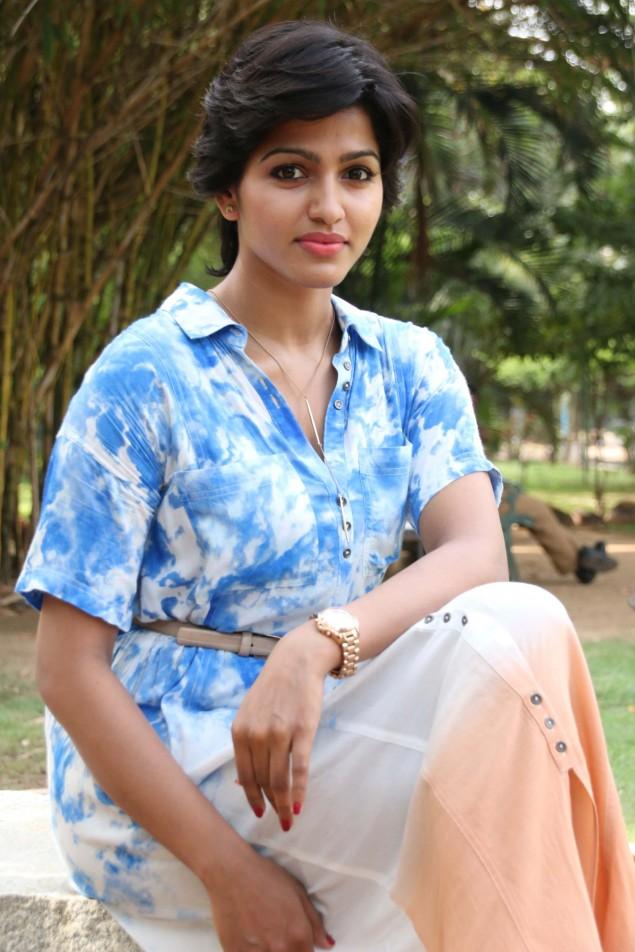 Paradesi Tamil Movie Heroine Name Actress Rathi Images