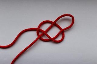 DIY-Basteltipp für ein gehäkeltes Knotenkissen von Ars Vera.