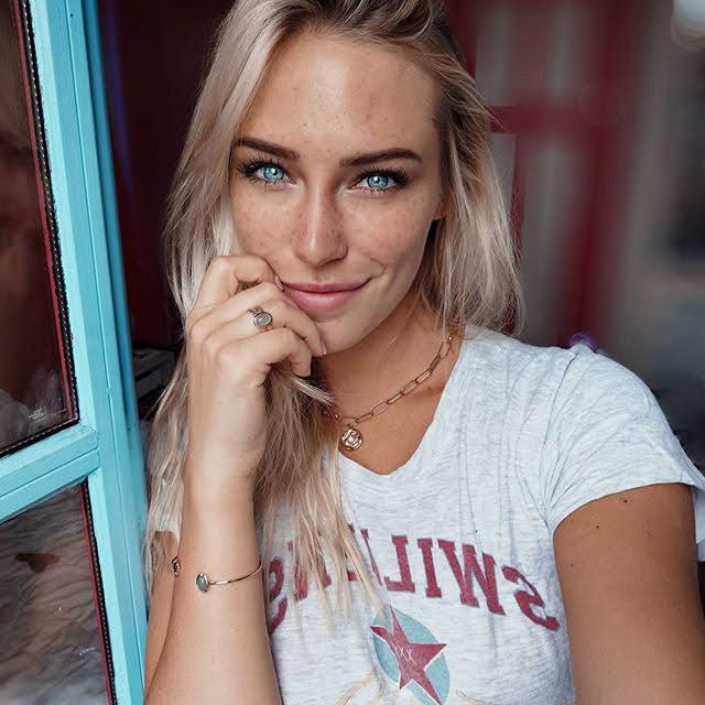 Eva Mikulski 19