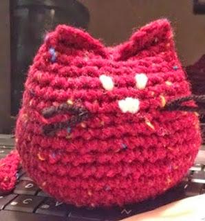 http://translate.googleusercontent.com/translate_c?depth=1&hl=es&rurl=translate.google.es&sl=en&tl=es&u=http://bizzycrochet.blogspot.com.es/2013/11/crochet-kitty.html&usg=ALkJrhhoLTrpdWEKzLUY-2a64tRWWlXAZw
