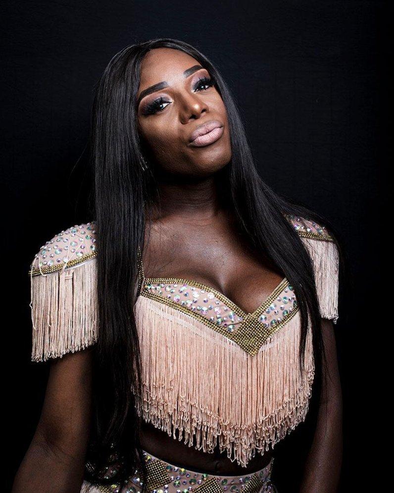 'Nasci para brilhar', diz Titica, a cantora transexual que está fazendo sucesso na Angola