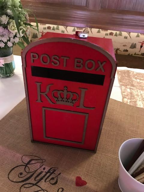 Mail Box für Hochzeitskarten, London meets Garmisch-Partenkirchen, Sommerhochzeit im Vintage-Look in Bayern mit internationalen Hochzeitsgästen, Riessersee Hotel, Hochzeitsplanerin Uschi Glas