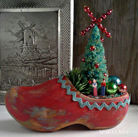 Dutch wooden shoe Christmas centerpiece featured at MySalvagedTreasures.com