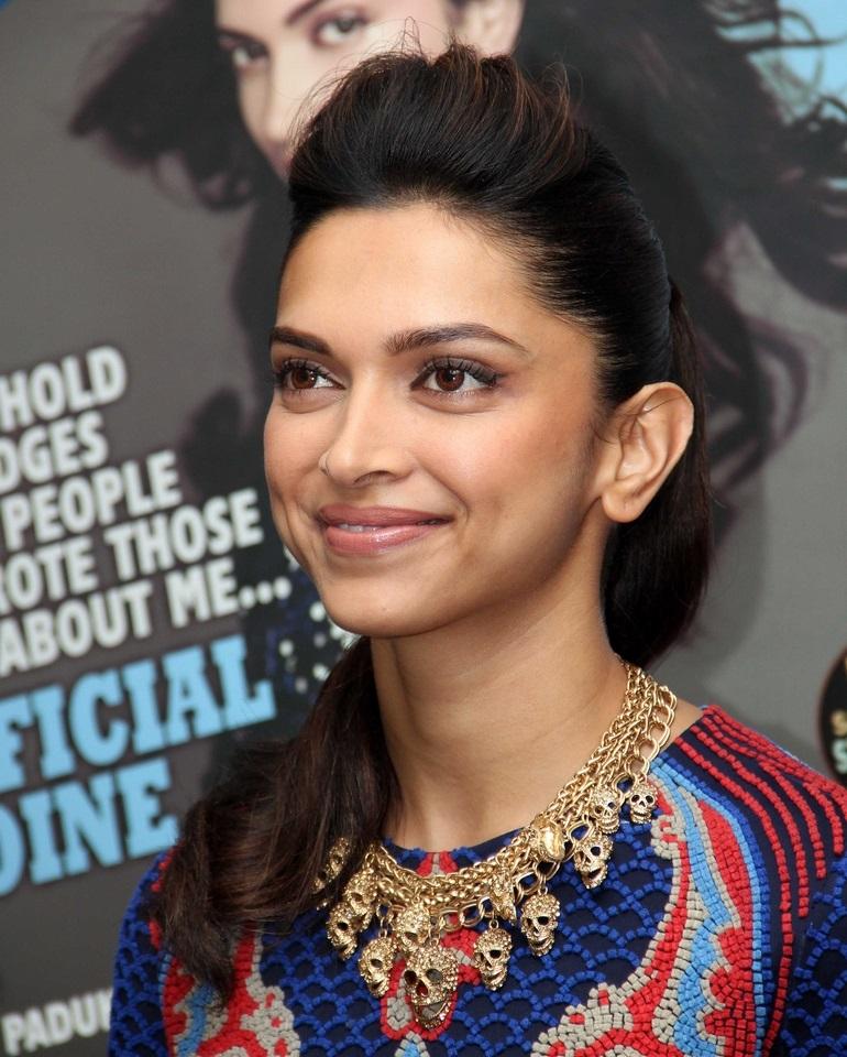 Hindi Girl Deepika Padukone Hot Smiling Face Close Up Stills In Blue Dress