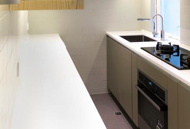 Khu bếp ăn tuy nhỏ nhưng khá gọn gàng ngăn nắp.