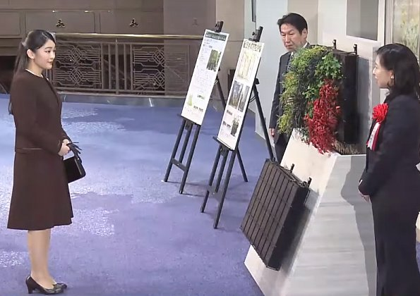 Princess Mako, eldest daughter of Prince Akishino, attended the awards ceremony held at the Meiji Hall
