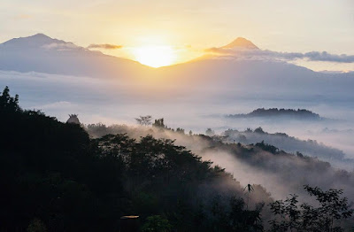 foto sunrise di punthuk setumbu magelang