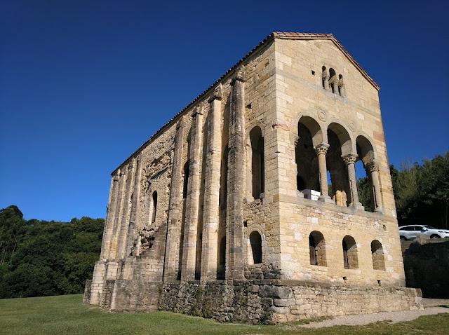 Vista de Santa Maria del Naranco en Oviedo (Asturias-España)