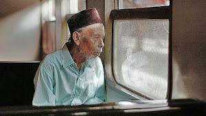 Kisah Sedih Seorang Kakek Yang Menjalani 11 Kali Idul Fitri Di Panti Jompo