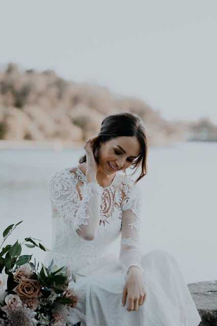 WEDDING VENUE WATERFRONT TWEED HEADS FLORALS WEDDING GOWN AUSTRALIAN DESIGNER IVY ROAD PHOTOGRAPHY