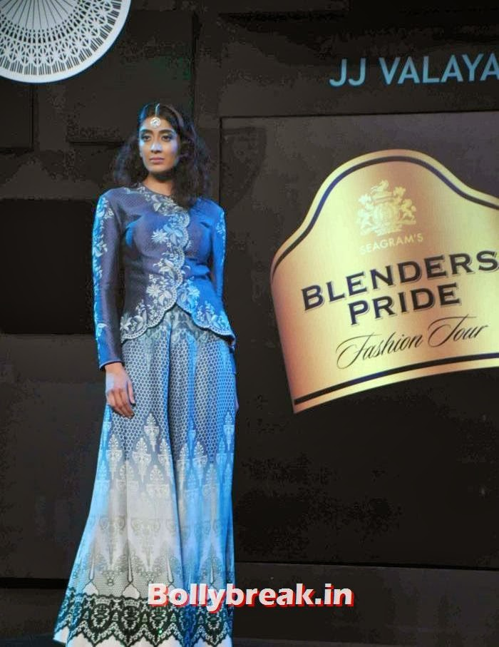Binal Trivedi, JJ Valaya Collections at BPFT 2013 - Arjun Kapoor Ramp Walk