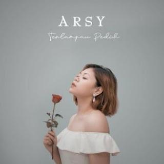 Lagu ini masih berupa single yang didistribusikan oleh label Euforia Music Publisher Lirik Lagu Arsy - Terlampau Pedih