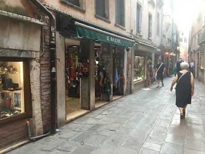 """L'ex negozio di """"queo dei colori"""" a San Canciano"""