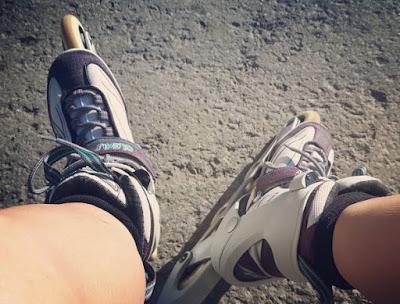 patins à roues alignées de femme, jambes