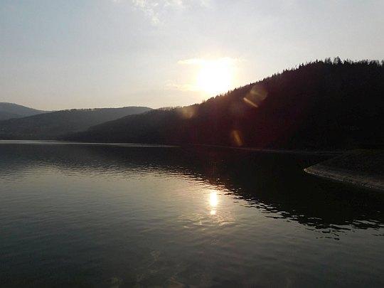 Zachód słońca nad Jeziorem Międzybrodzkim.