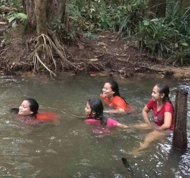 Kerana Terlalu Asyik Mandi Sungai, Sekumpulan Remaja Tak Sedar Ada Makhluk Lain Selain Mereka