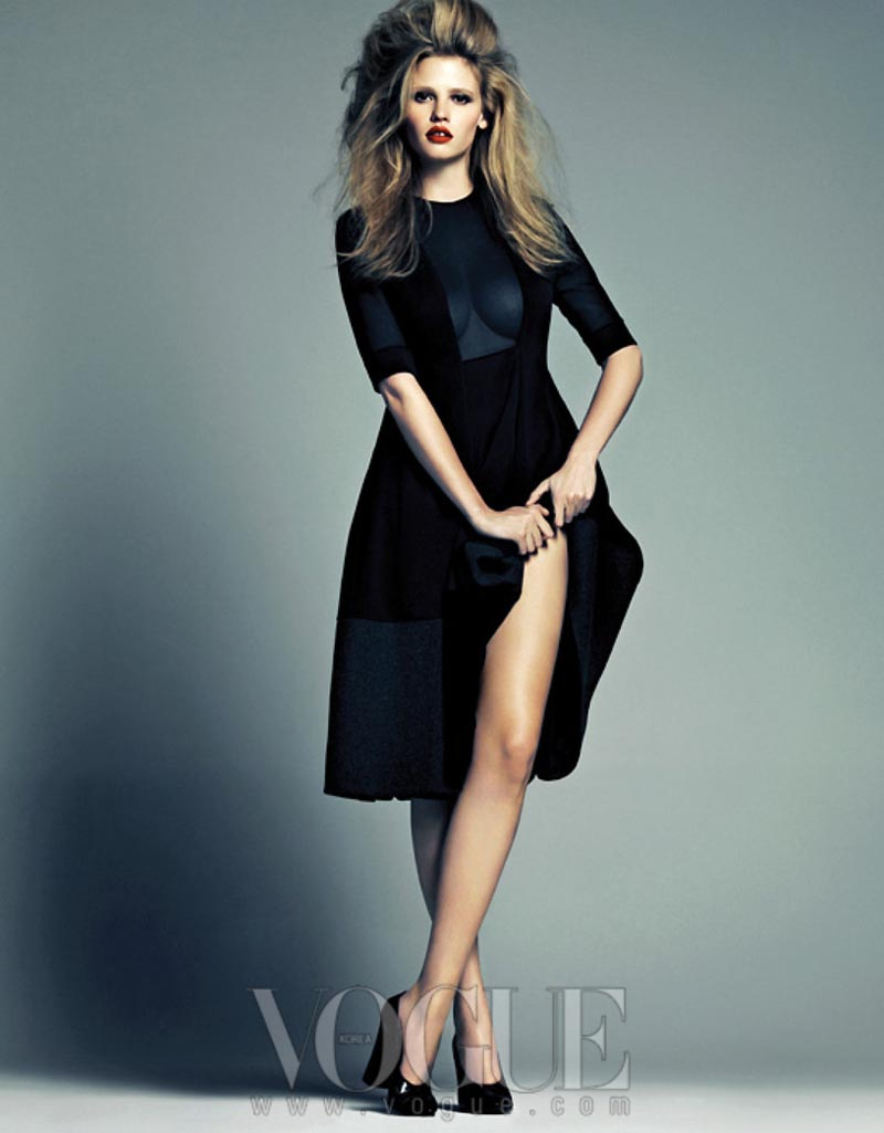 Vogue S Covers Gigi Hadid: Style4Urban: Lara Stone Rocks Calvin Klein For Vogue Korea