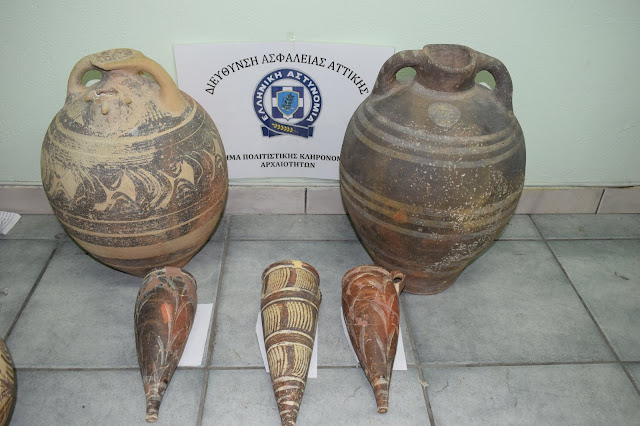 Santorini museum guard arrested over stolen artefacts