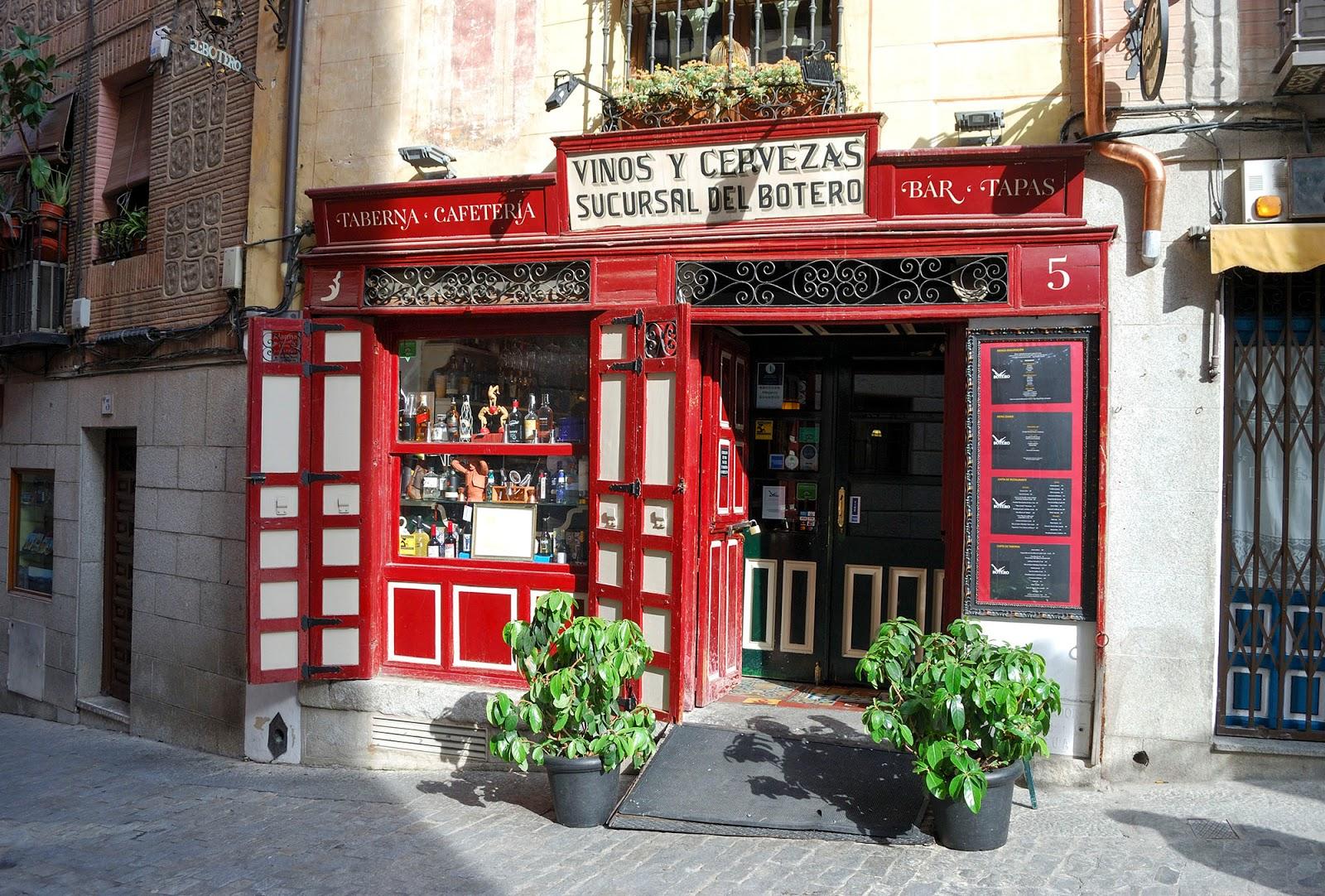 shop sword steel toledo spain landmark history travel guide tourism day trip itinerary