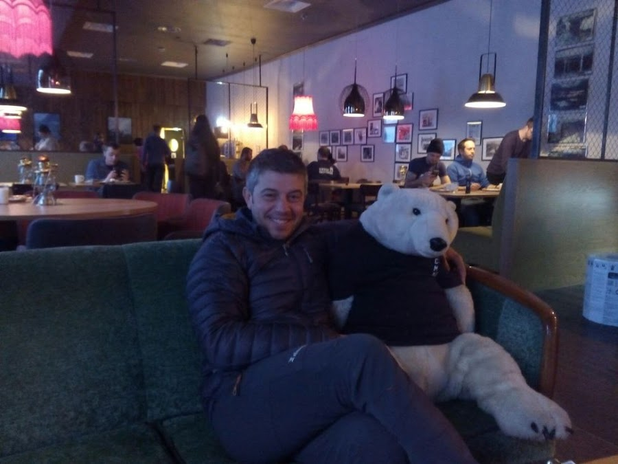 oso-polar-coal-miners-cabin-svalbar-noruega-enlacima