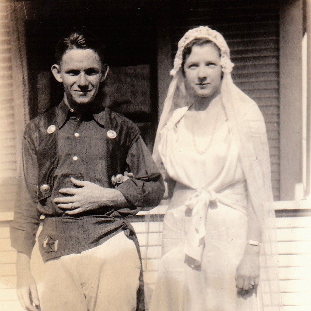 Who doesn 39 t love old wedding snaps here are 20 lovely for Laura ingalls wilder wedding dress