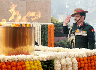 general suhag paying homage at amar jawan jyoti