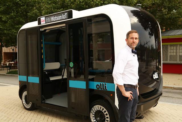 Автобус вміє самостійно пересуватися дорогами