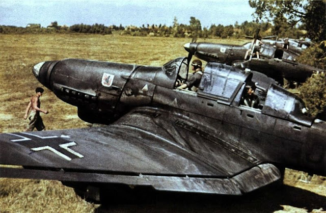Junkers Ju-87 Stukas color photos of World War II worldwartwo.filminspector.com