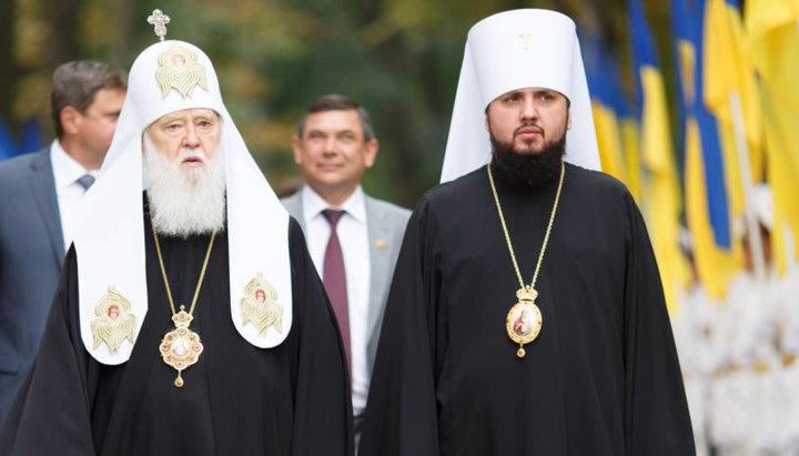El patriarca Filaret junto al nuevo primado Epifanio
