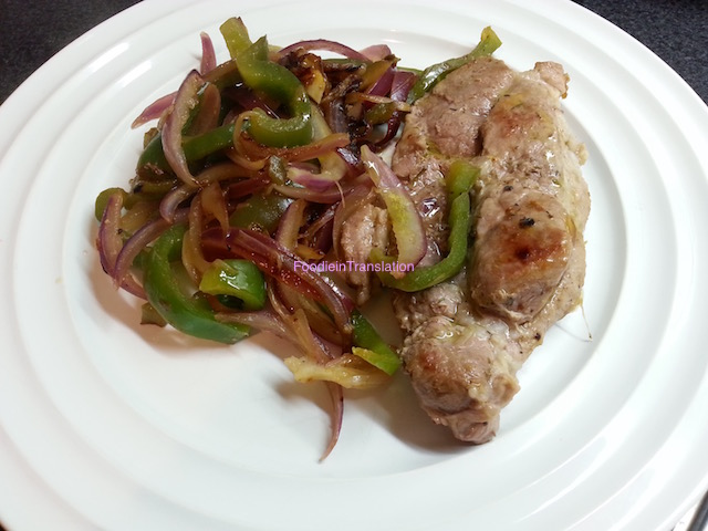 Bistecca alla piastra con peperone e cipolla - Grilled steak with green capsicum and onion