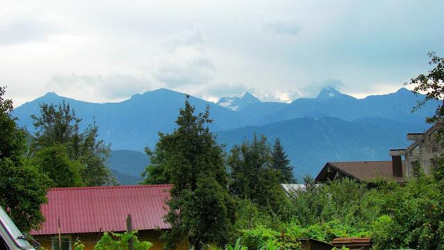 Вид на горный массив Псеашхо из Красной Поляны