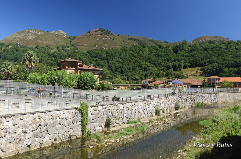 Villa María y río Gúeña, Cangas de Onís, Asturias