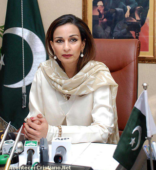 Diplomática pakistaní es juzgada por defender a Asia Bibi