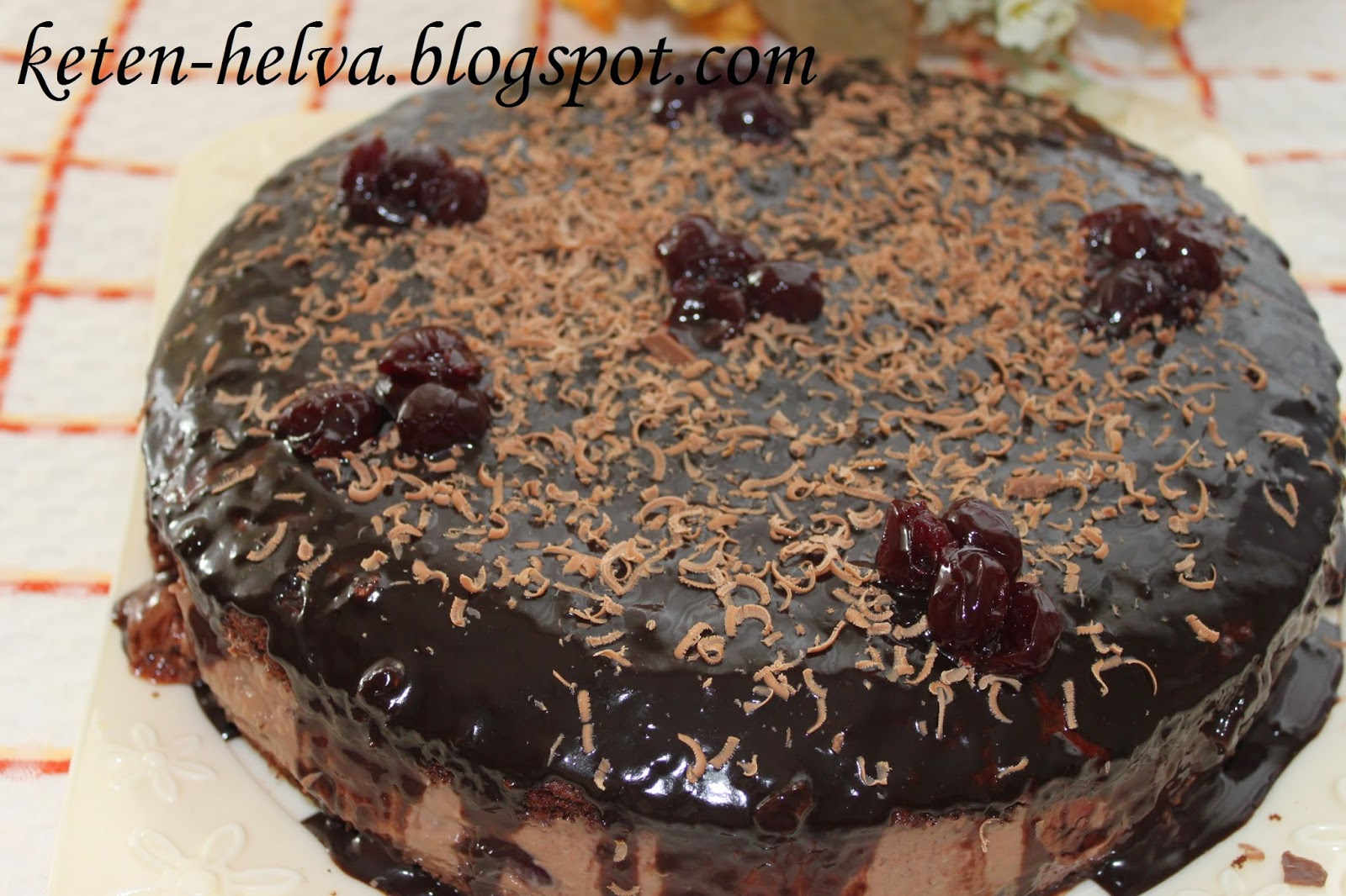 Çikolata Soslu Yaz Pastası Tarifi
