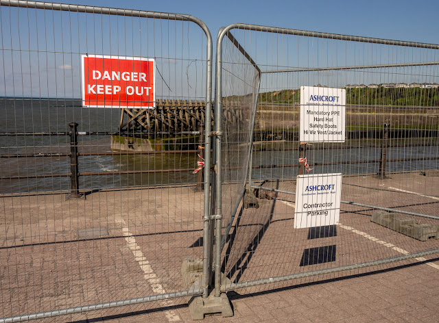 Photo of the warning signs attached to the fence